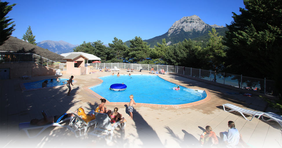 Piscine - Camping Le Roustou