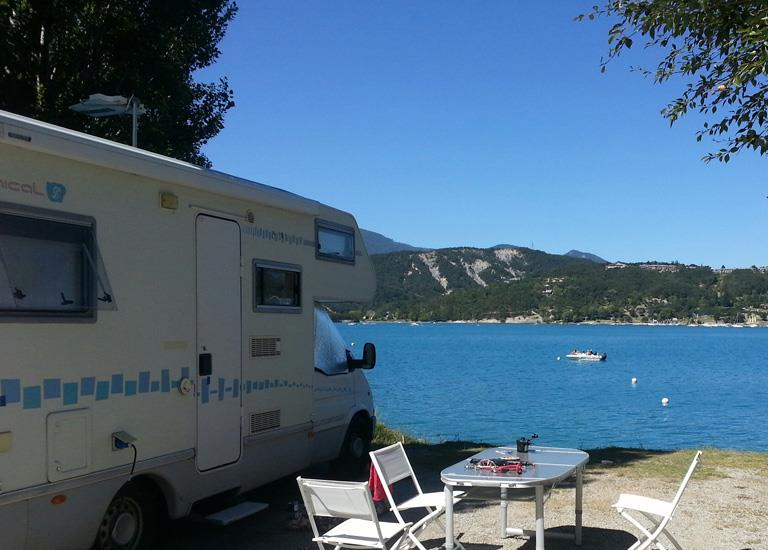 Motorhome on the edge of the Serre-Ponçon Lake