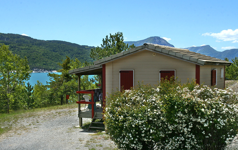 Rental of the chalet 6/7 personns: Camping le Roustou on the edge of the Serre-Ponçon Lake