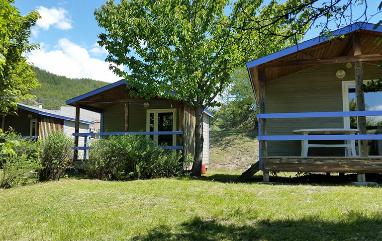 Rental of the small bungalows: Camping le Roustou near Gap