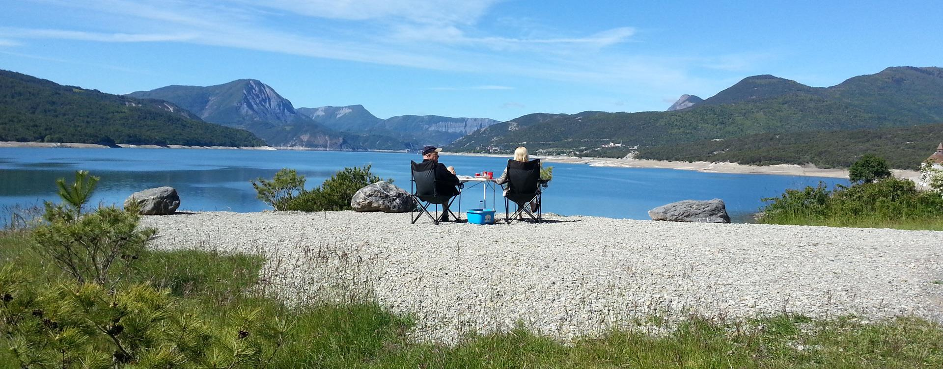 A break along  the Serre-Ponçon Lake: Camping le Roustou in the Hautes-Alpes